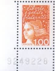 Coin gauche avec numéro, inscriptions normales